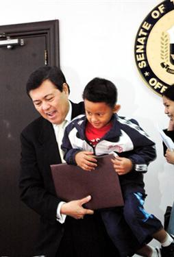 VILLAR MEETS WONDER KID Senate President Manny Villar Welcomes Wonder Kid Justin Daniel Junio The 5 Year Old Who Swam Across 6 Km Mactan Channel